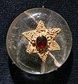 Impero romano d'oriente, bottone in cristallo di rocca, oro e granato, VI secolo.jpg