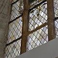 Interieur, glas-in-loodvenster met loslatende voorzetbeugel - Ootmarsum - 20347159 - RCE.jpg