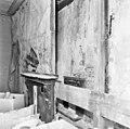 Interieur eerste verdieping- zijwand rechter voorkamer, met ervoor een latere voorzetwand; twee opeenvolgende schoorsteenmantels - Brielle - 20267643 - RCE.jpg