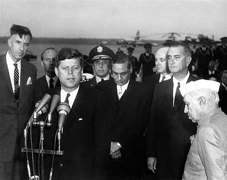 Galbraith, first at left, as US ambassador to India, with President John F. Kennedy, Vice-President Lyndon B. Johnson, and Prime Minister Jawaharlal Nehru of India, 1961