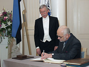 Jaak Panksepp - Jaak Panksepp (on the right) at the promotion of honorary doctors at the University of Tartu (December 2004).