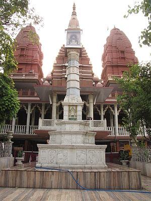 Sri Digambar Jain Lal Mandir - Manasthamba in front of the temple