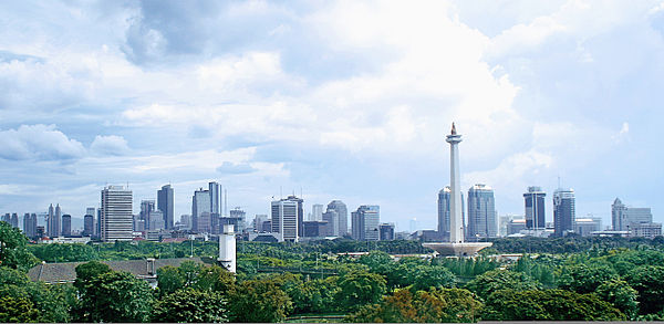 Monas, which stands in the centre of Merdeka square, commemorates the Indonesian struggle for independence. Jakarta Panorama.jpg