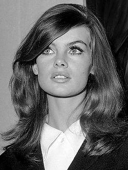 Jean Shrimpton (1965) 2.jpg