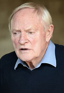 Description de l'image  Julian Glover 2014 (cropped).jpg.