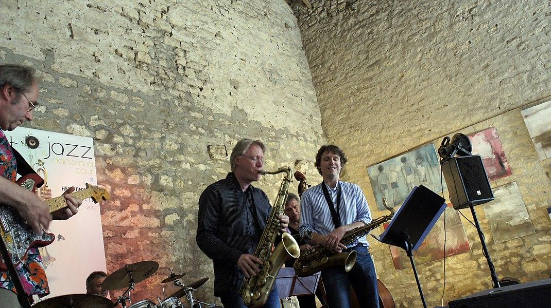 Juraswing Park chez Béatrice et Gérard accueillant l'événement art et jazz.