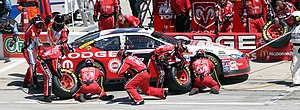 Kasey Kahne - Kahne in a pit stop during the 2007 Samsung 500 at Texas Motor Speedway.
