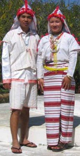 Karenni people - A Kayan Lahta couple in traditional dress
