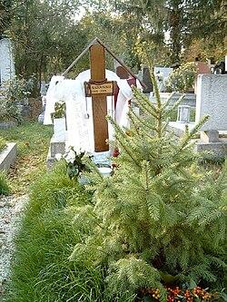 El Kazovszkij sírja Budapesten. Farkasréti temető: 5-1-413.