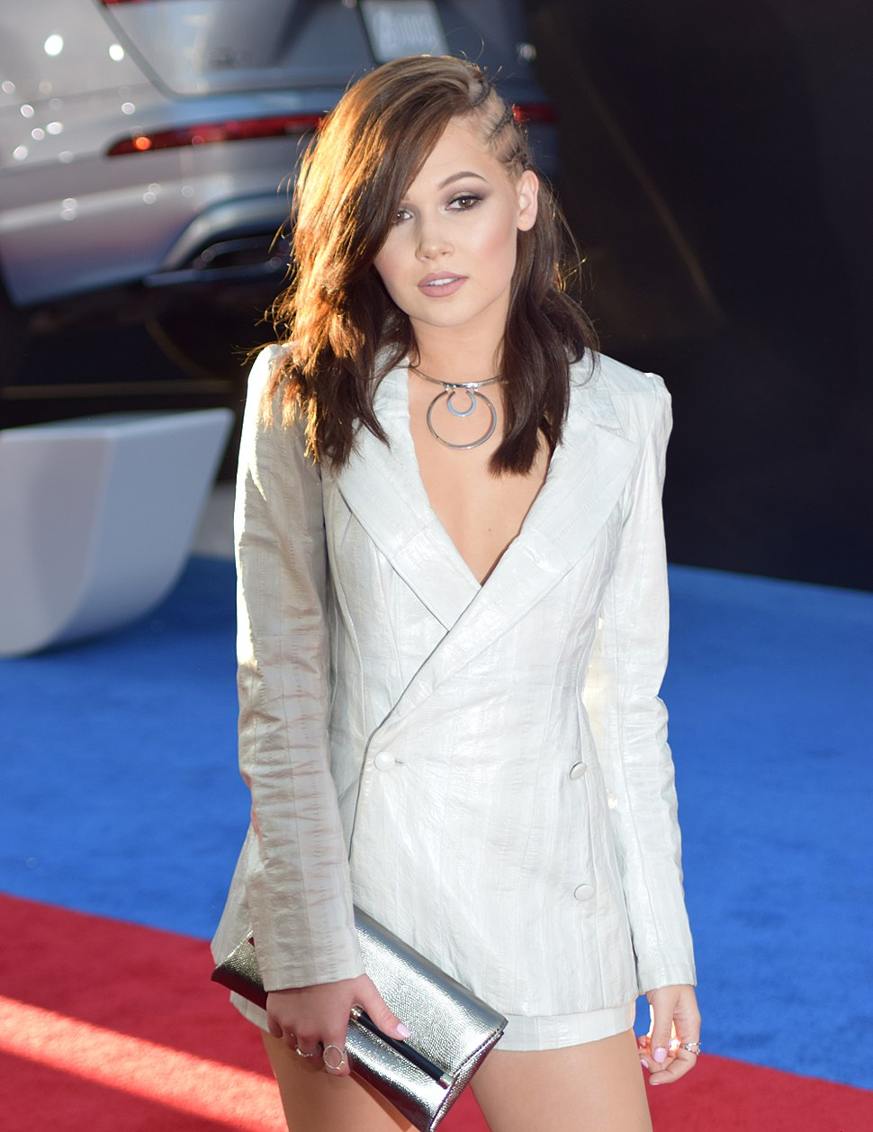 Kelli Berglund at Captain America Civil War premiere