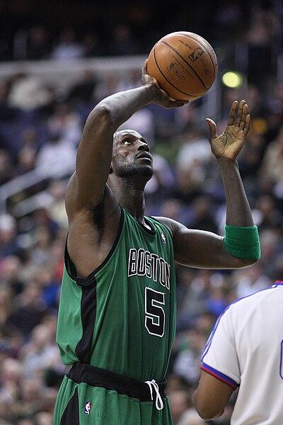 File:Kevin Garnett palming the basketball.jpg
