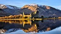 Kilchurn Castle reflection.jpg