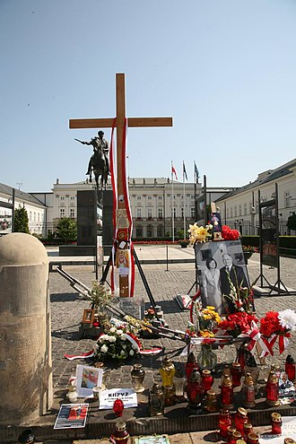 Cross in front of the Presidential Palace, Warsaw - The cross, 23 July 2010, in front of the Presidential Palace.