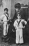La Duchessa d'Aosta Elena con i figli Amedeo ed Aimone.jpg