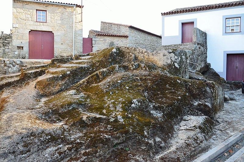 File:Lagareta em Castelo Novo.jpg