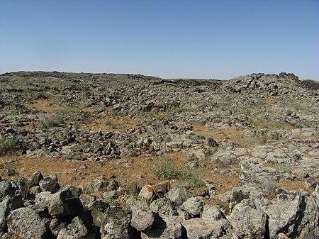 أرض اللجاة الوعرة والصخرية