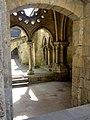 Laon (02), cathédrale Notre-Dame, cloître, entrée côté ouest.jpg