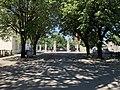 Le portail du cimetière ancien depuis le ciemtière lui même (Villeurbanne).jpg