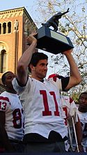 A picture of Matt Leinart holding his Heisman trophy.