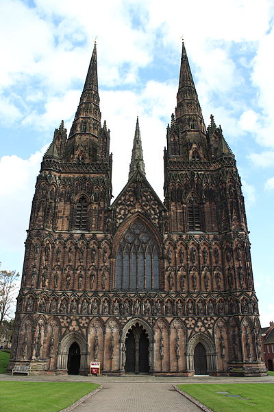 File:Lichfield Cathedral, main entrance.jpg