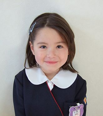 Hāfu - Image: Little girl in kindergarten uniform of Japan