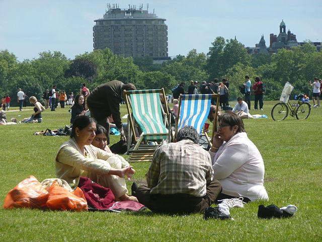 Το NHS θέλει περισσότερους Βρετανούς να αθλούνται και να ψυχαγωγούνται σε αστικά πάρκα