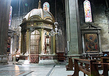http://upload.wikimedia.org/wikipedia/commons/thumb/f/f3/Lucques-Cathedrale-Le_tempietto.jpg/220px-Lucques-Cathedrale-Le_tempietto.jpg