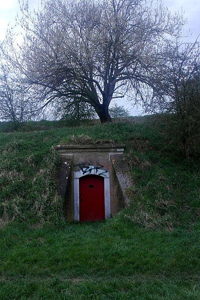 File:Maastricht, Linie van Du Moulin, toegang mijngangen sortie D in keel bastion Holstein.JPG