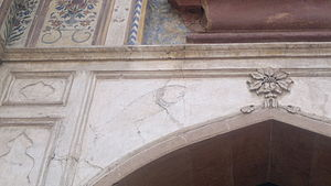 Awadh - Mahi Maraatib fish emblazoned over the gateway to Safdarjung's tomb