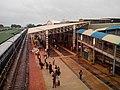 Main Platform of Hubli Railway Station from the overbridge - panoramio.jpg