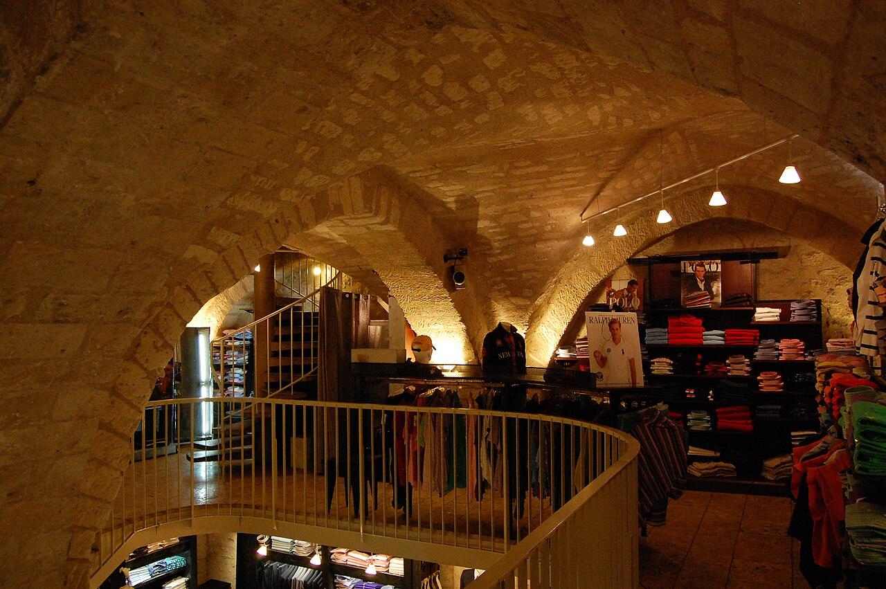 File maison de la vo te int rieur dsc 0085 jpg wikimedia commons for Interieur maison original