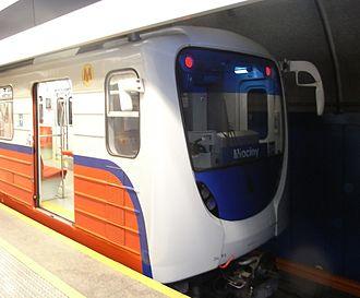 Warsaw Metro - Image: Malantaŭo de metroa trajno en Varsovio