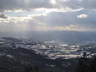 Maljen - Image: Maljen Divčibare Crni vrh pogled ka jugo istoku prema Tometinom polju 5