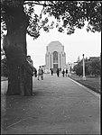 Man posing under tree in front of Anzac War Memorial in Hyde Park, Sydney (3877423894).jpg