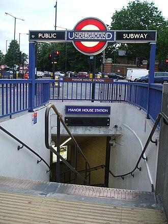 Manor House tube station - Image: Manor House stn southeast entrance
