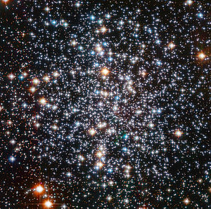 Messier 4 - Image: Messier 4 HST