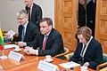 Ministru prezidents Valdis Dombrovskis tiekas ar Lietuvas parlamenta priekšsēdētāju Vīdu Ģedvilu (8266002705).jpg