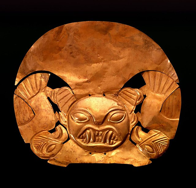 Mochica headdress Larco museum.jpg