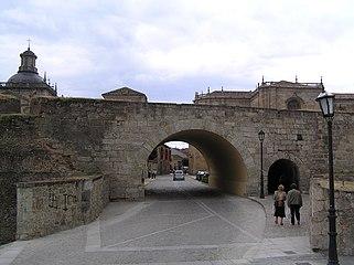 Murallas de Ciudad Rodrigo. Puerta de Amayuelas.jpg