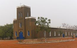 Navrongo Cathedral outside 01.JPG