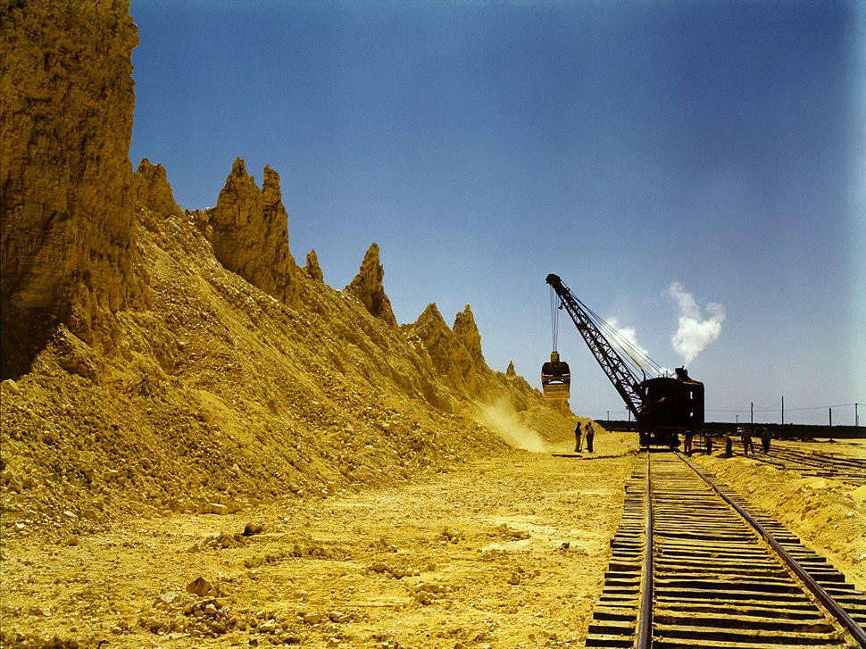 Nearly exhausted sulphur vat from which railroad cars are loaded, Freeport Sulphur Co., Hoskins Mound, Texas, 1a35438v