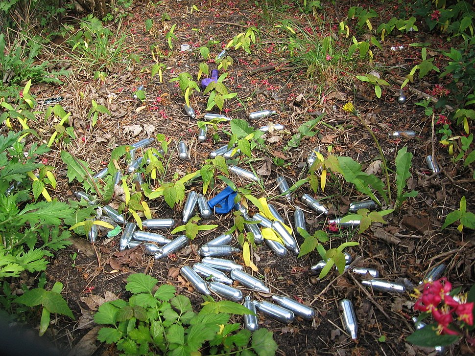 Nitrous oxide whippits used recreationally as a drug by Dutch youngsters near a school, Utrecht, 2017 - 1