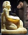 Nuovo regno, xviii dinastia, statua inginocchiata di thutmose III, alabastro.JPG