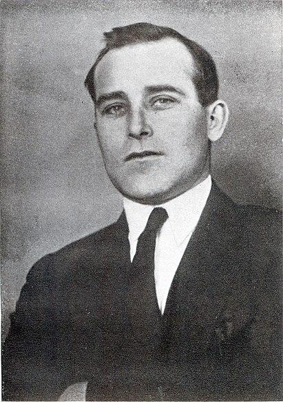 https://upload.wikimedia.org/wikipedia/commons/thumb/f/f3/Oles_Dosvitniy.jpg/411px-Oles_Dosvitniy.jpg