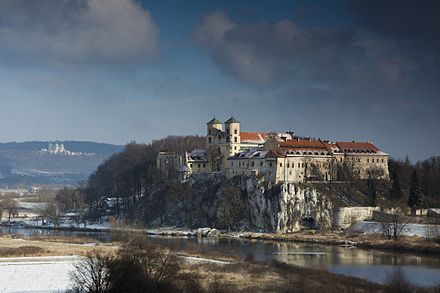 The Vistula River near the Tyniec Abbey. The river is the longest in Poland, flowing the entire length of the country for 1,047 kilometres (651 mi). Opactwo Benedyktynow w Tyncu w zimowej szacie.jpg