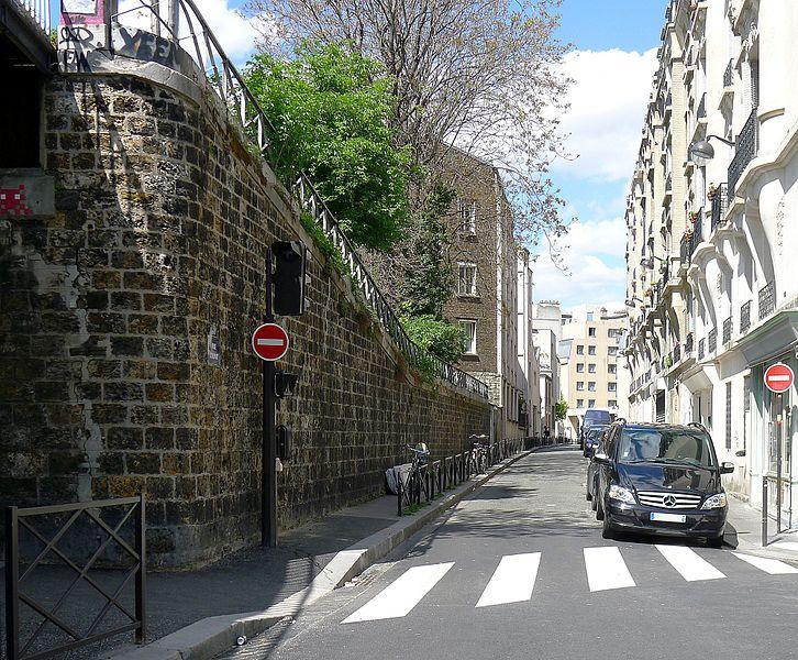 Fichier:P1100122 Paris XX rue Courat rwk.JPG
