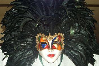 Una tipica maschera carnevalesca di foggia veneziana