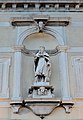 Palazzo Zattere dettaglio Statua a Venezia.jpg