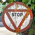 Panneau STOP du parking d'ENEDIS, avenue de Château-Larron à Belley.jpg