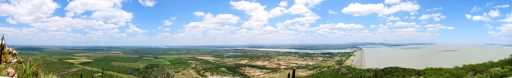 Panorama da Usina Hidrelétrica de Sobradinho.